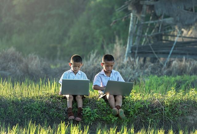 Dipendenza da schermo per i bambini: cosa fare
