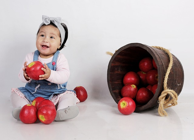 Bambini, i trucchi per farli mangiare sano
