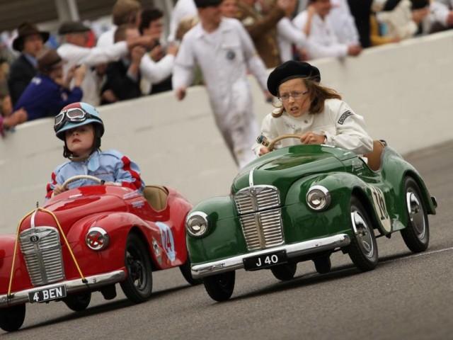 I bambini a scuola? Ferrari guidate come Cinquecento