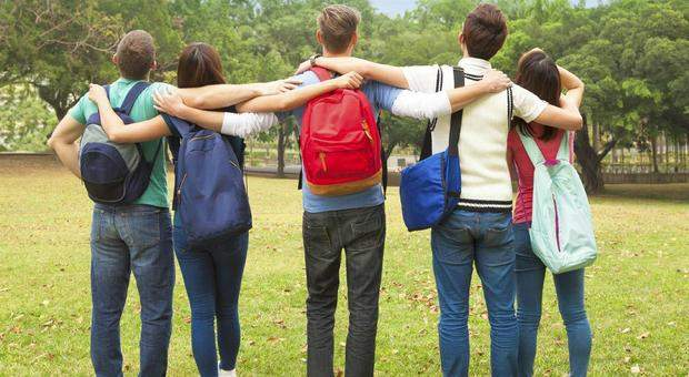 Scuola: servirà l'ok dei due genitori per gite, gender, sport…