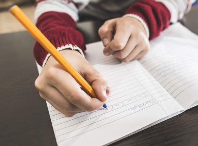 I bambini devono usare la penna, non la tastiera